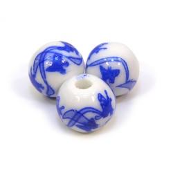 Порцелянові намистини ручної роботи, 12мм в діаметрі, білі з синіми метеликами