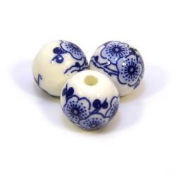 Порцелянові намистини ручної роботи, 12мм, білі з синіми квітами сакури