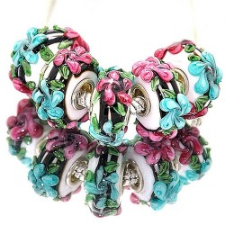 """Бусины """"Премиум"""", лэмпворк, 15х8 мм, белые с объемными голубыми и розовыми цветами"""